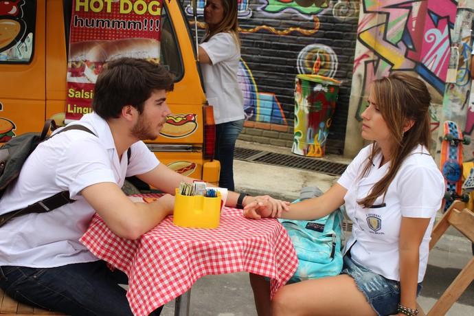 Manuela e Thales gravam as primeiras cenas da série original do Gshow 'Eu Só Quero Amar' (Foto: Maria Eduarda Freitas/Gshow)