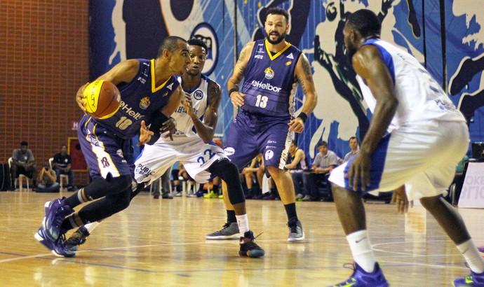 Pinheiros x Mogi das Cruzes Campeonato Paulista de basquete (Foto: Antonio Penedo/Mogi-Helbor)