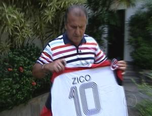 Zico ofereceu a camisa para Ryan Zico (Foto: TV Globo)