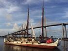 Guiada pelas estrelas, canoa havaiana que dá volta ao mundo chega a Natal