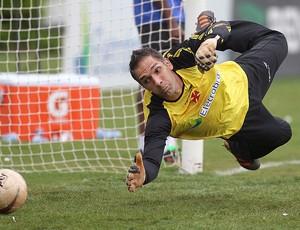 Fernando Prass treino Vasco (Foto: Alexandre Cassiano / Agência O Globo)