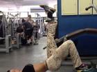 Gracyanne Barbosa exibe cintura fina em dia de treino