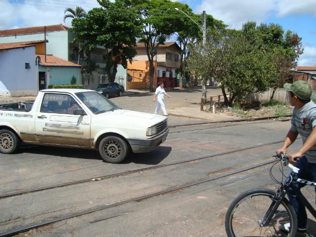 Transposição de linha férrea em Itapetininga (SP). (Foto: Caio Silveira / G1 )