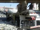 Caminhão 'enrosca' em pontilhão e prejudica trânsito em Sorocaba