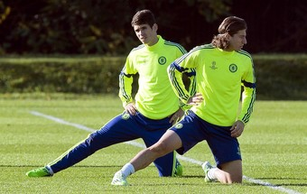 Oscar e Filipe Luís treino Chelsea (Foto: EFE)