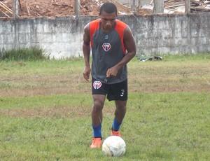 Jackson, meia do Maranhão (Foto: Bruno Alves)
