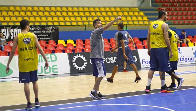 Guerrinha Mogi das Cruzes basquete (Foto: Antonio Penedo/Mogi-Helbor)