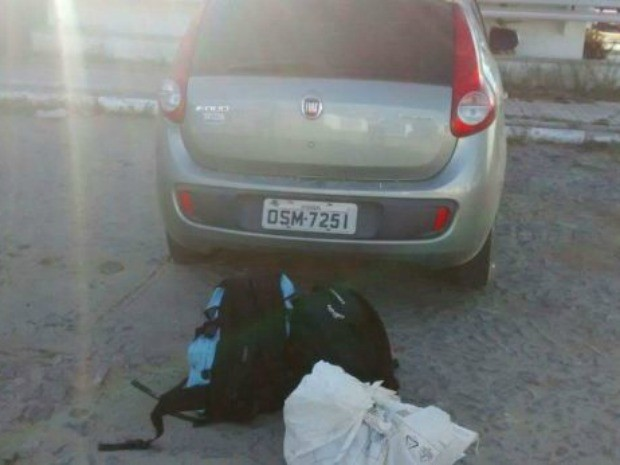 Polícia apreende carro com 35 quilos de explosivos em Quixadá após perseguição e tiros (Foto: PM/Divulgação)