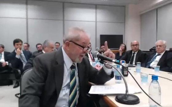 O ex-presidente Lula durante depoimento ao juiz Sergio Moro  (Foto:  Reprodução)