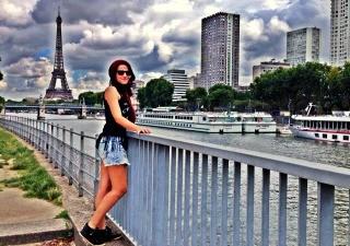 Júnia em Paris (Foto: Arquivo Pessoal)