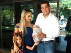 Leticia Santiago deixa a maternidade; 'Nem parece que teve bebê', diz a mãe