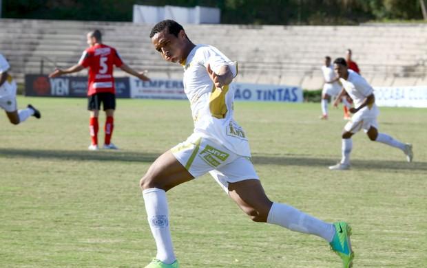Rodrigo, do São Bento, contra o Ituano, pela Copa Paulista (Foto: Gilson Hanashiro / Ag. Bom Dia)