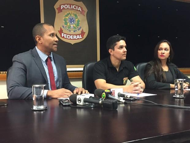 Delegados da Polícia Federal durante coletiva anunciando prisão de suspeitos de cometer pedofilia na internet (Foto: Gabriel Luiz/G1)