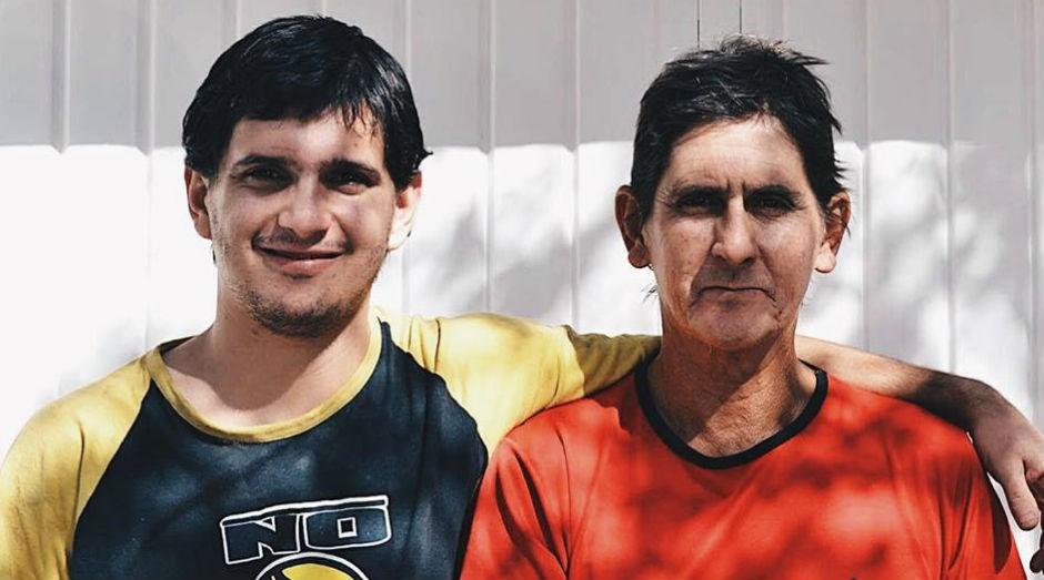 João Luiz Franco Lopes e o filho, John Lennon (Foto: Reprodução Facebook)