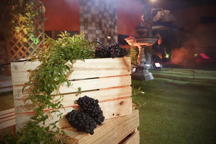 Caixotes dão o clima da Festa da Uva (Foto: Raphael Dias/Gshow)