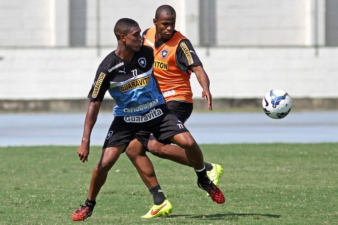 Murilo no treino do Botafogo (Foto: Vitor Silva / SSPress.)