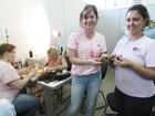 Após vencer câncer, balconista vira voluntária na fabricação de perucas