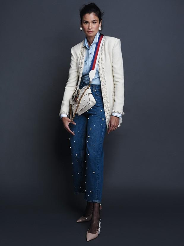 Casaco Chanel, preço sob consulta. Camisa Replay,  R$ 489. Calça Zara, R$ 249. Bolsa Gucci, R$ 11.760. Brincos Rincawesky, R$ 240. Meia arrastão Lupo, R$ 25. Sapatos  Dior, R$ 3.900 (Foto: Nicole Heiniger (Sd Mgmt))