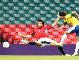 Rafael Chutando contra o gol do Egito (Foto: Agência Reuters)