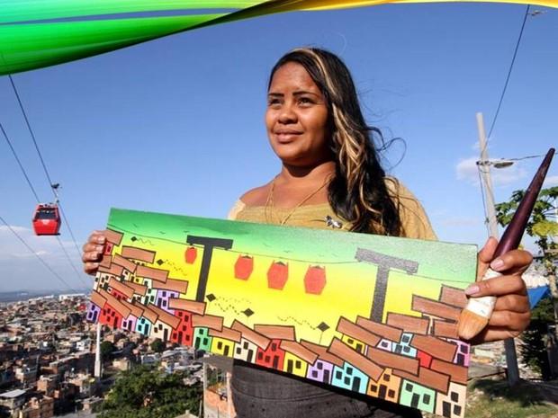 Mariluce Mariá luta para manter o projeto social Favela Art, onde faz pinturas urbanas e em quadros, junto com crianças e adolescentes do Complexo do Alemão,  (Foto: Reprodução/Redes Sociais)