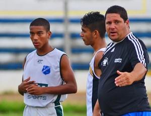 Esporte Clube Taubaté O treinador Rene Hoffmann orienta jogadores (Foto: Jonas Barbetta/ Top10 Comunicação)