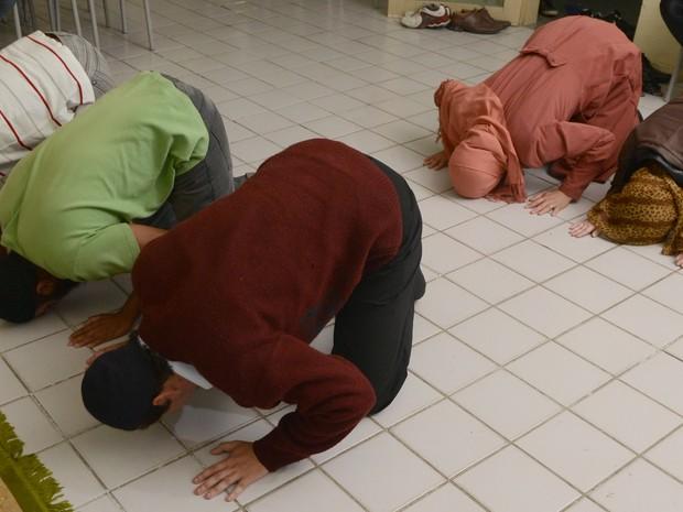 Orações acontecem às sextas-feiras, na Ufes de Goiabeiras (Foto: Ricardo Medeiros/ A Gazeta)