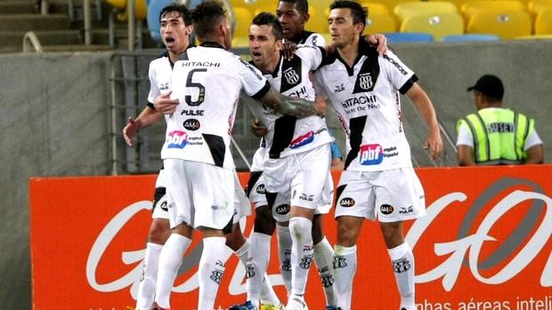 Elias gol Ponte Preta contra Botafogo (Foto: Nina Lima / Agência O Globo)