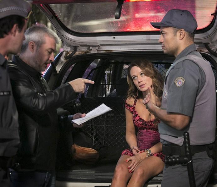 Mariana recebe orientações do diretor artístico Fred Mayrink antes do 'valendo' (Foto: Raphael Dias/Gshow)