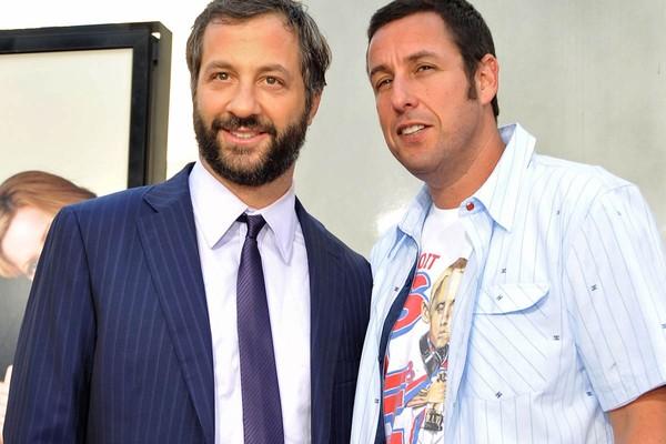 Judd Apatow e Adam Sandler são parceiros na comédia e também grandes amigos. Eles dividiram um apartamento quando ainda eram solteiros e anônimos. (Foto: Getty Images)