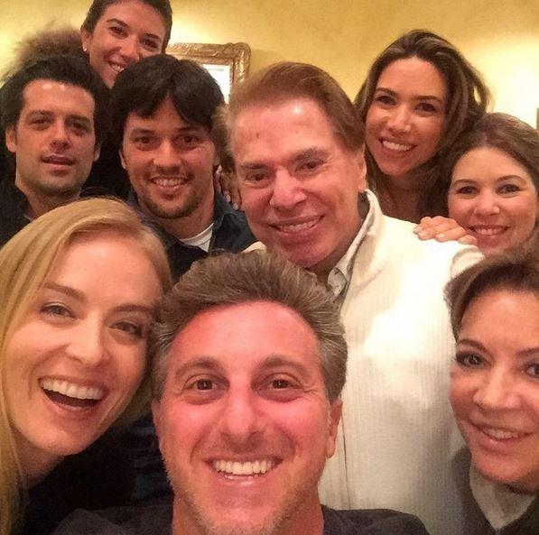 Silvio Santos posa com Angélica e Luciano Huck (Foto: Reprodução/Instagram)