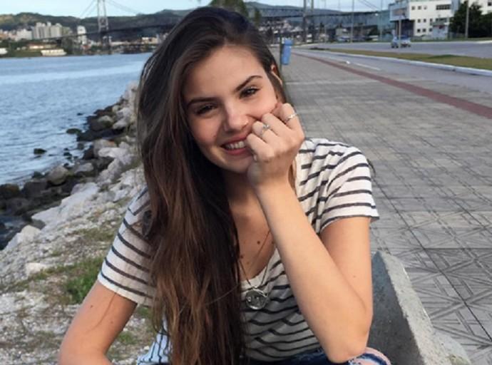 Camila Queiroz está de férias, mas focada em estudar! (Foto: Arquivo Pessoal)