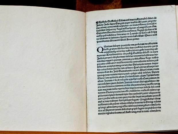 Carta escrita em 1493 tinha sido roubada de biblioteca de Florença (Foto: Domenico Stinellis/AP)