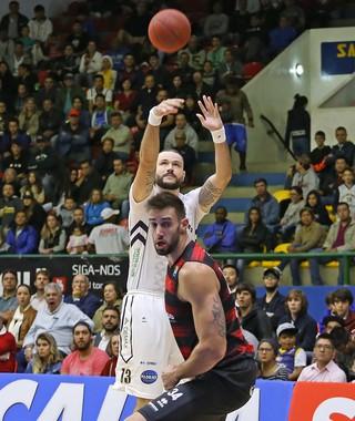 Mogi das Cruzes x Vitória quartas de final NBB (Foto: Antonio Penedo/Mogi-Helbor)