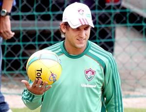 Rafael Moura com a bola da final do Carioca (Foto: Ivo Gonzalez / Agencia O Globo)