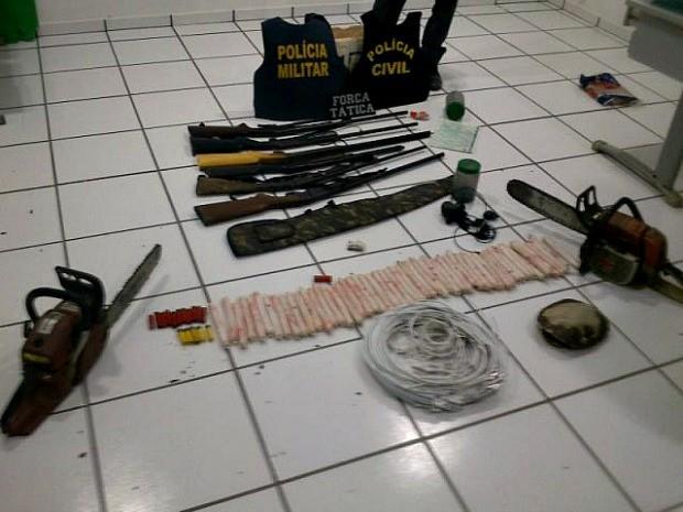 Polícia agora investiga finalidade de dinamite apreendida devido a suposto envolvimento dos dois presos com assalto a lotérica. (Foto: Abraão Lincoln / Rádio Progresso)