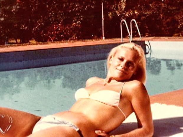Ana Maria toma sol à beira da pisicna em viagem (Foto: Mais Você / TV Globo)