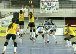 Seleção de vôlei do TO vence seleção sergipana com facilidade em Anápolis (GO) (Foto: Reprodução/TV Anhanguera)