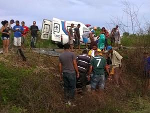 Vítimas foram socorridas e levadas para hospital de Jacobina (Foto: Onesmo Cruz/Site Augusto Urgente)