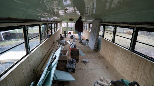 ônibus_casa (Foto: Reprodução / Youtube / Instagram)
