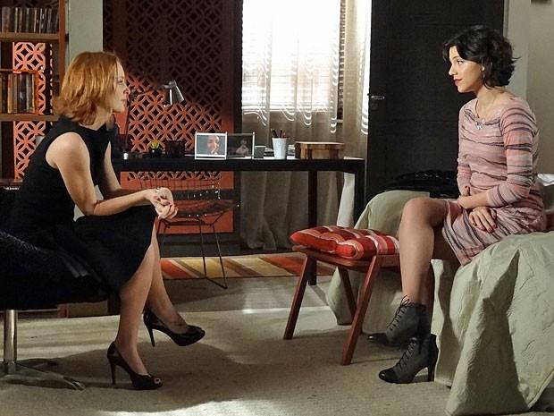 Miriam não aguenta mais aturar a presença de Elisa (Foto: Amor Eterno Amor/TV Globo)
