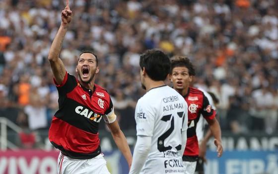 Corinthians x Flamengo. Os rivais vivem, junto com o Palmeiras, um paradoxo entre finanças e vitórias (Foto: Gilvan de Souza / Flamengo)
