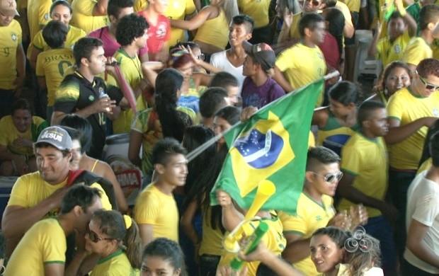 Os torcedores vibraram e comemoraram a vitória da seleção  (Foto: Roraima TV)