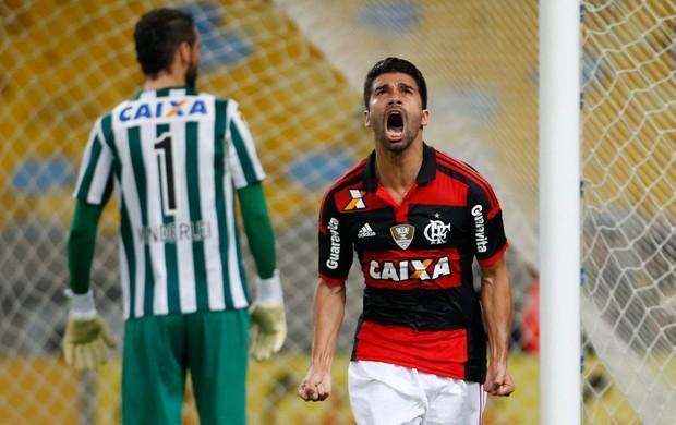 Eduardo da Silva gol Flamengo x Coritiba (Foto: Guito Moreto / O Globo)