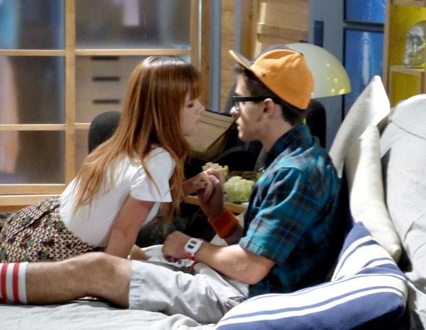 Será que vai rolar um beijinho? (Foto: Malhação / TV Globo)