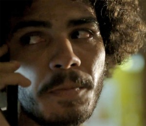 Pedro pede ajuda (Foto: TV Globo)