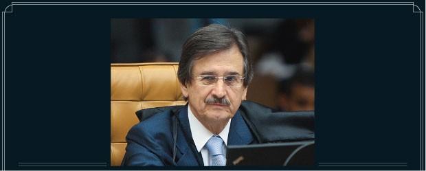 APOSENTADORIA O ministro Cezar Peluso. Ele foi cumprimentado  por uma fila de advogados  (Foto: Nelson JR/SCO/STF)
