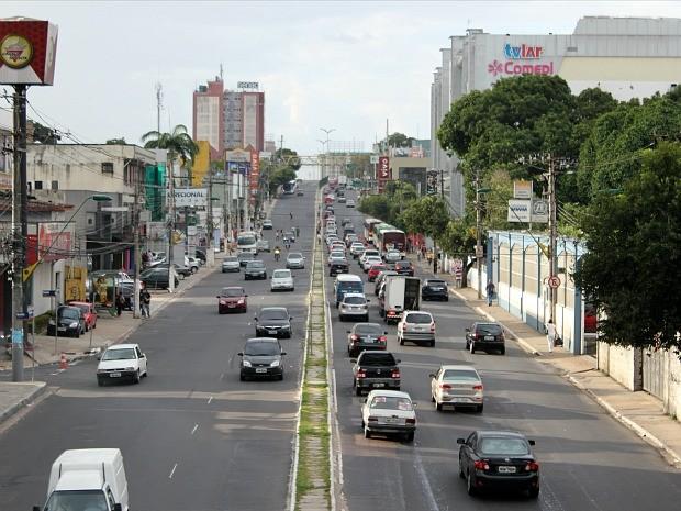 Palmeiras imperiais da Avenida Djalma Batista foram retiradas há dois anos (Foto: Tiago Melo/G1)
