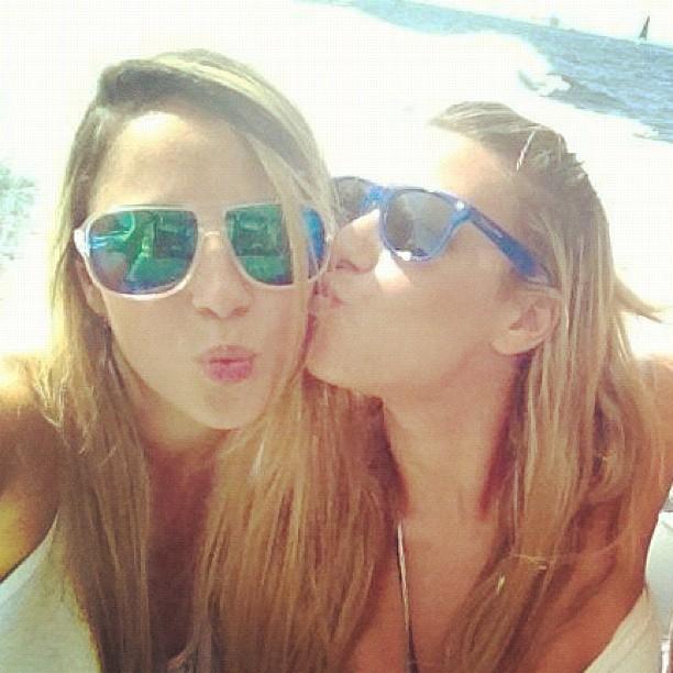 Marien, ex-bbb, com amiga (Foto: Instagram / Reprodução)