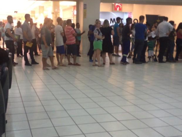 Vapt-Vupt do Shopping Buriti estava com longa fila em Aparecida de Goiânia, Goiás (Foto: Vitor Santana/G1)