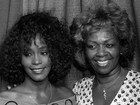 'Eu estou com raiva que ela tenha morrido sozinha', diz mãe de Whitney